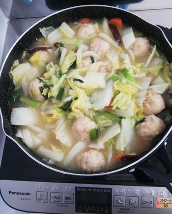 一人暮らしの鍋キューブ濃厚白湯、具材を切ってぶっ込むだけ。